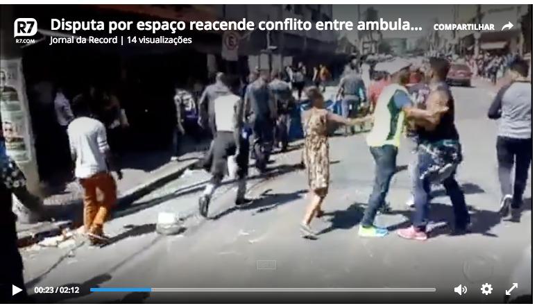 http://noticias.band.uol.com.br/brasilurgente/videos/ultimos-videos/16334737/ambulantes-enfrentam-pms-e-recuperam-produtos-piratas.html?mobile=true